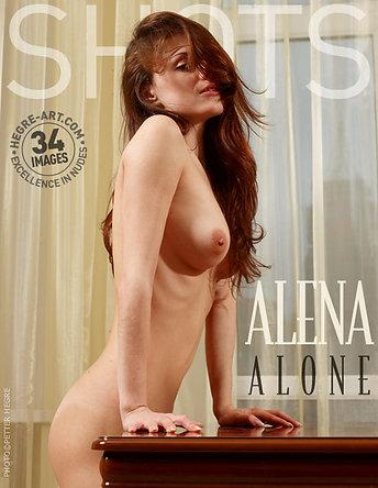 Alena alleine