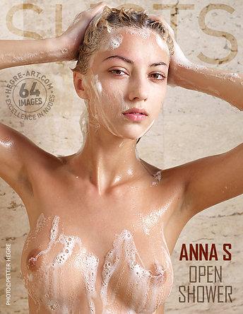 Anna S ducha al aire libre