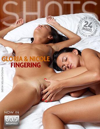 Gloria et Nicole jeu de doigts