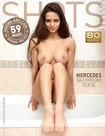 Mercedes burla en el lavabo