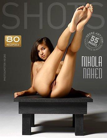 Nikola desnuda