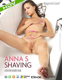 Anna S s'épile