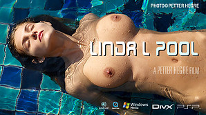 Linda L am Pool