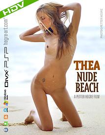 Thea Desnuda en la Playa