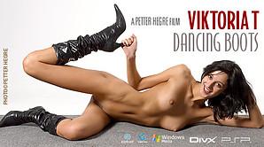 Viktoria La danse des bottes