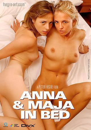 アンナ&マヤ ベッドで
