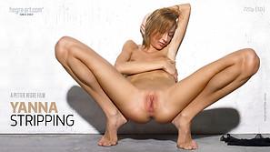 Yanna Desnudándose