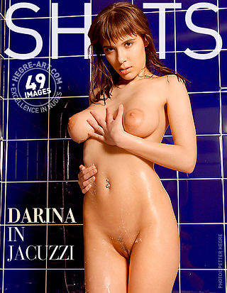 Darina dans le jacuzzi