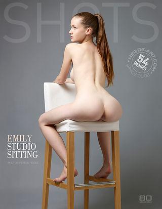 Emily sentados de estudio