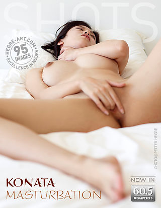 Konata masturbiert