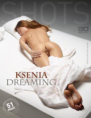 Ksenia songeuse