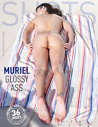 Muriel glossy ass