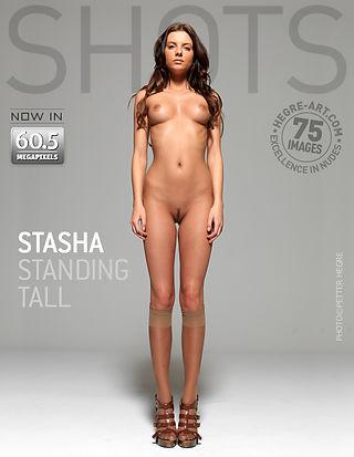 Stasha aufrecht stehend
