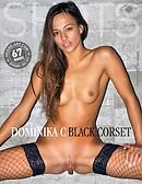 Dominika C schwarzes Korsett