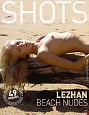 Lezhan nu sur la plage