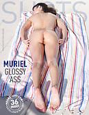 Muriel derrière luisant