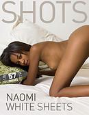 Naomi sábanas blancas