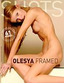 Olesya enmarcada