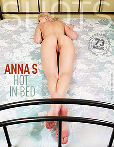 Anna S. hot in bed