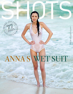 Anna S maillot mouillé
