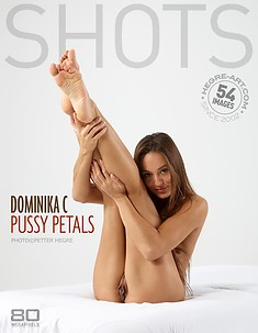 Dominika C pétales minou