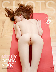 Emily Yoga érotique