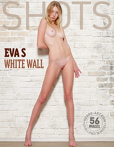 Eva S. pared blanca