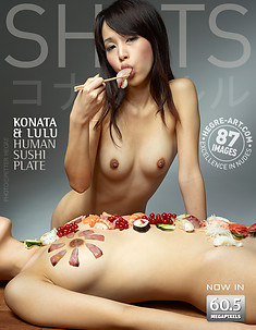 Konata y Lulu plato de sushi humano