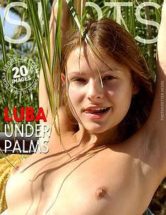 Luba under palms