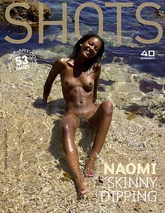 Naomi baignade les fesses à l'air