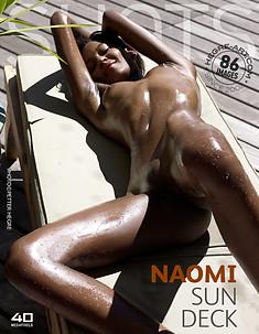 Naomi ponton ensoleillé