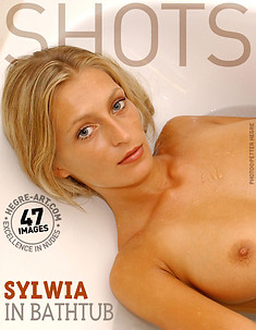 Sylwia in bathtub