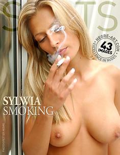 Sylwia fumando